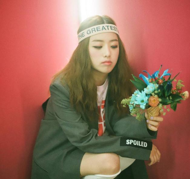 Kisum  1994年生的Kisum近來動作頻頻,像是7月與朱英推出的合作單曲〈You & Me〉,這首歌將她少女的可愛與rapper的帥氣夢幻地呈現了出來。