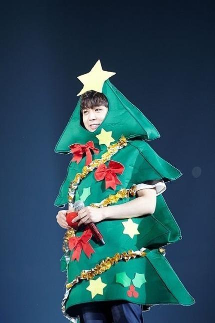 再來「有天」長出瀏海的聖誕樹「有天」(雙關一下~) 樹葉剛好當袖子~怎麼這麼貼心的設計啦XDDD