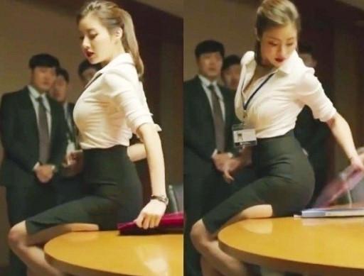 在tvN電視劇<未生>中出演時,每回的辦公室造型都展現出超人魅力,吸引觀眾目光的姜素拉