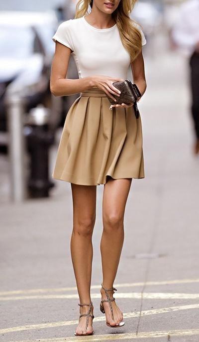 米色系的傘狀裙,看起來很舒適,整體看起來也很有女人味