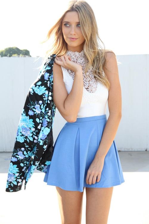 看起來就很涼快的淺藍色傘狀裙