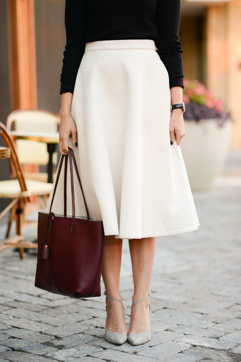 果然白色的長裙,就是優雅的代表呀!腿部的線條也很漂亮呢!