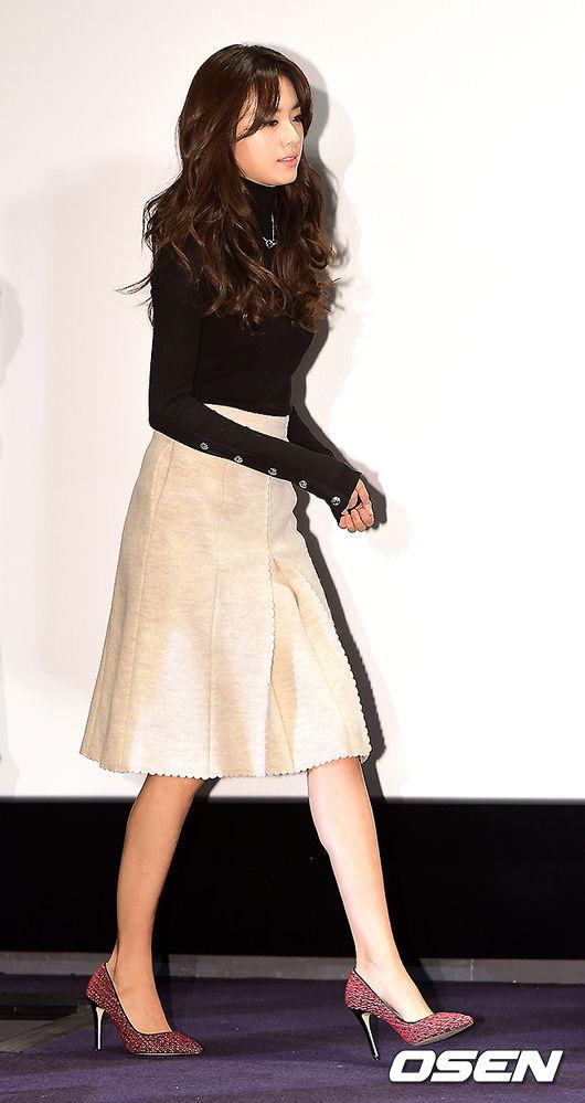 「清純」的代名詞=韓孝珠,除了短版的傘狀裙以外,長版的造型也很有女人味呢!