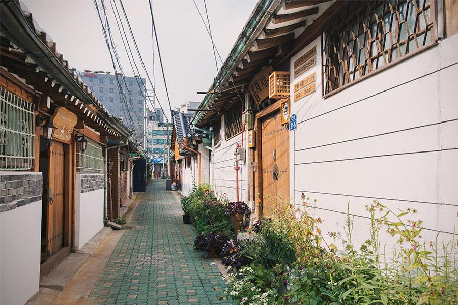 今天要介紹的這條巷子,是目前韓屋最密集的地區中,歷史最悠久的地方~位在首爾市鐘路區的益善洞!