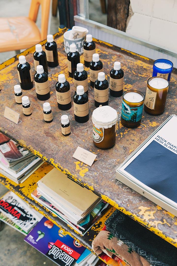 一些藝術、設計家們的手工小物等,也會在這裡擺售販賣