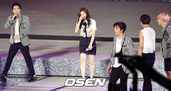 雖然這一段是讓金妍兒好生尷尬啦~但是還好有EXO的協助,平安無事囉~