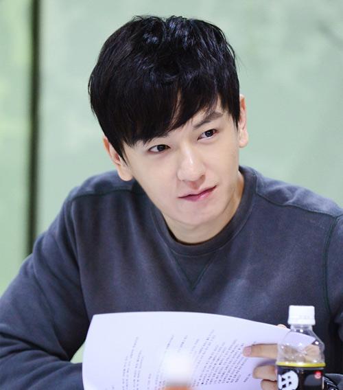 直到2004年演出SBS電視劇<魔術>,他的演員生涯才真正開始上坡~