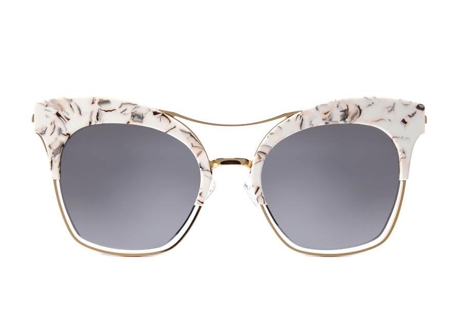 還沒入手過半副太陽眼鏡嗎?你可以試一下這副Gentle monster太陽眼鏡,白色設計、造型獨特感覺十足的太陽眼鏡,讓自己嘗試一下當孔孝真的感覺如何?B)