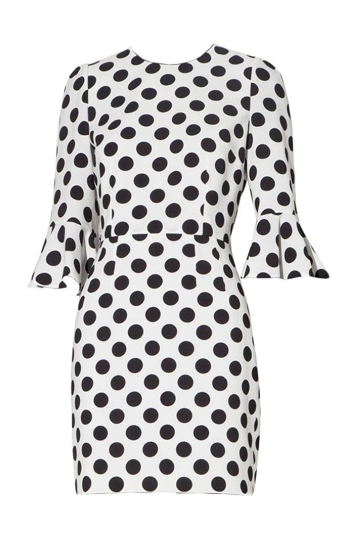 Dolce&Gabbana的白底黑點洋裝—Tiffany著用:點點無敵,雖然要買Dolce&Gabbana對小資女小編我而言,有很大點的困難....^^''不過在平價店面要找白底點點的花紋還不難!