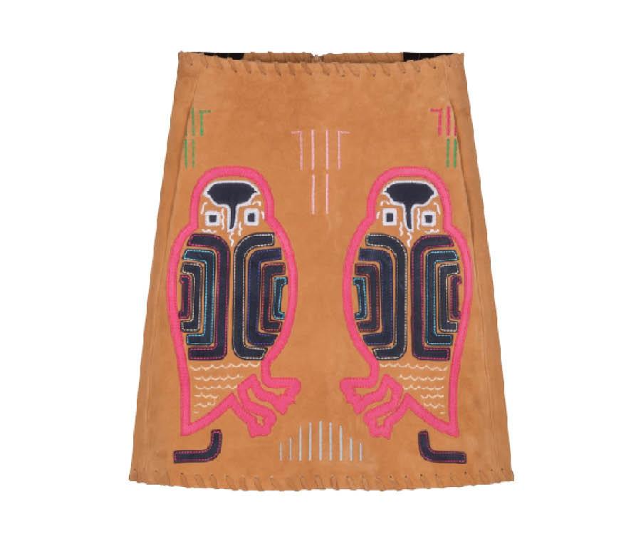 麂皮材質+刺繡的花紋是Paul&joe的設計,穿上它,就像全部的人就會把眼光放在你身上一樣,搶眼!