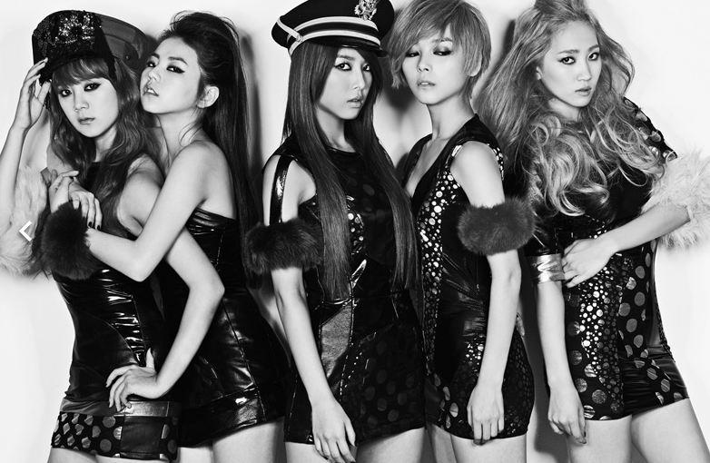 後來以這樣的組合在海外活動好一陣子,應該許多人是先從這5人開始認識Wonder Girls的吧?其後在韓發行《2 Different Tears》、《Like this》,雖然歌曲好聽,但長年在韓國的空白期,也影響了第一女團的地位