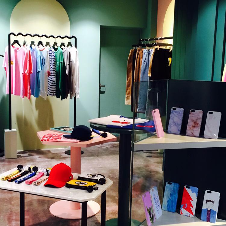 在這裡,你還可以看到目前韓國國內最IN最潮的約莫20種衣服\配飾品牌...