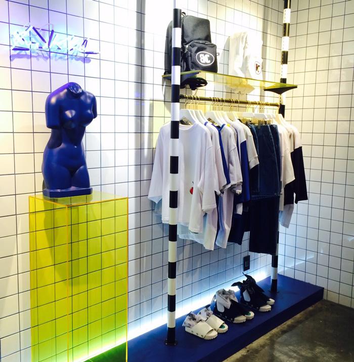 商品的陳列也是盡可能的展示品牌的特色,不落俗套。