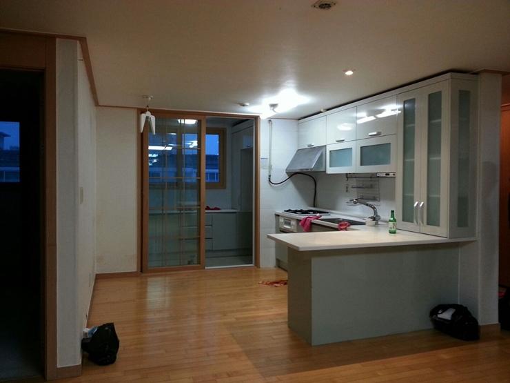 這裏是廚房改造前的樣子,大家是不是很想知道改造後的結果呢?繼續看下去摟~