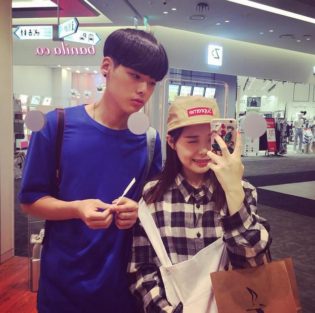 那就是韓國臉讚網紅洪瑛琦與小她3歲的老公李世龍~又要迎接第二個孩子啦