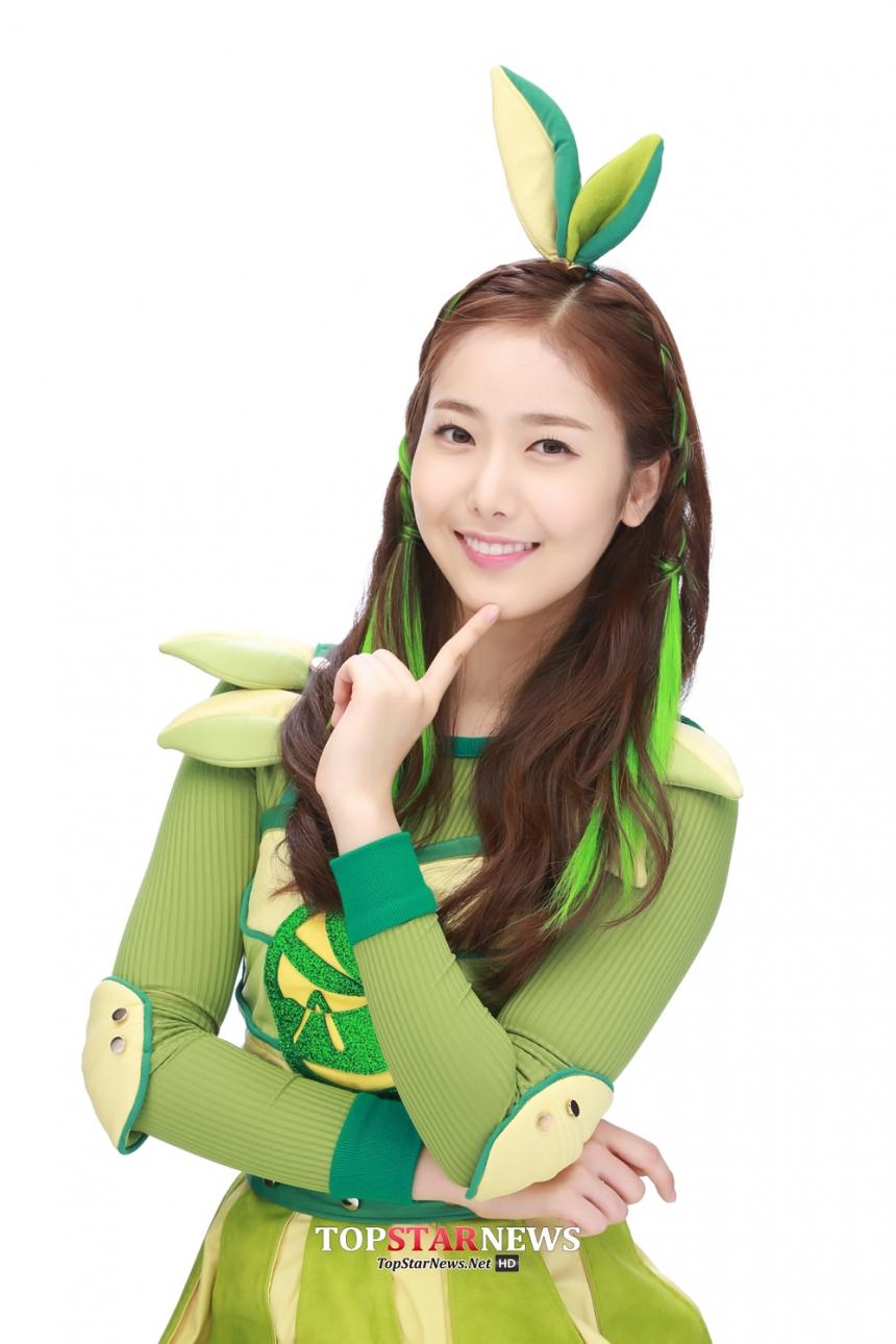 最近更擔任給兒童看的戲劇女主角,是偶像首次獲得這樣的演出機會呢~感覺會是韓版的水果姐接~~~ ?? 快成為兒童界的巨星吧~