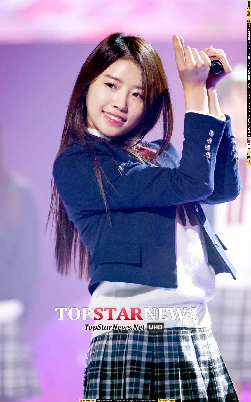 明明就是青春女孩的外貌,但她卻被隊員們選為「最不青春的團員」(蛤~WHY..!?!?!?)