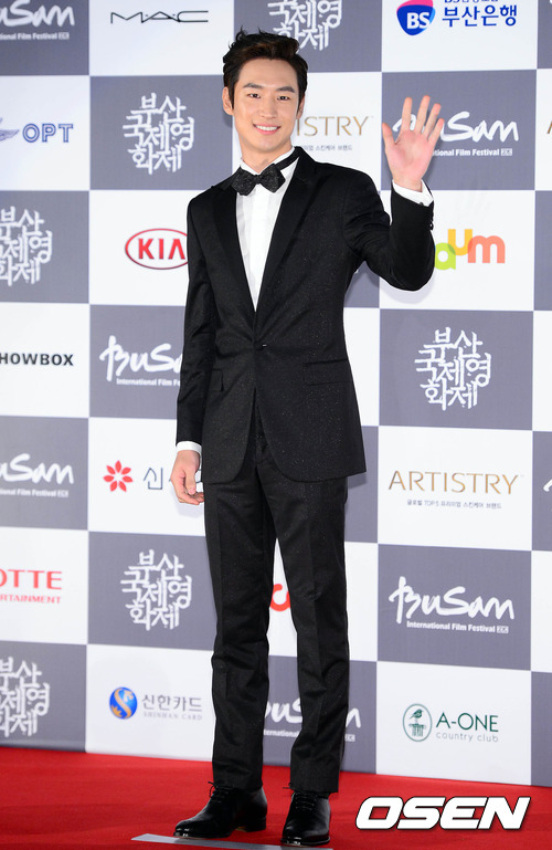 No.5, 演員李帝勳,他就是在電影《初戀築夢101》(又叫《建築學概論》)飾演男主角年輕時代,和MISS A秀智戀愛 暖男外貌,在家上溫柔的形象而加分