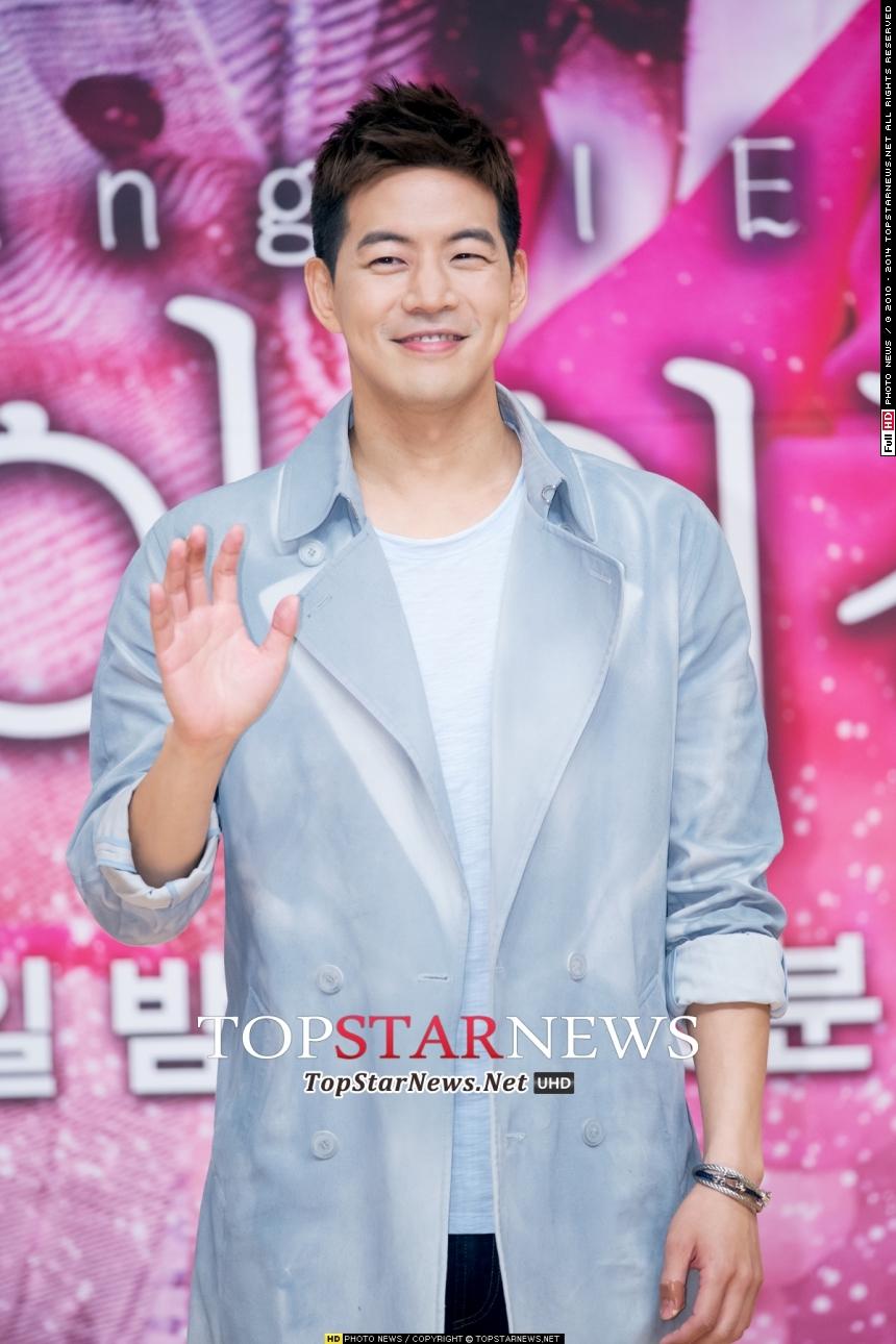No.1冠軍的頭銜就是演員李相侖! 他是韓國第一學府首爾大畢業,聰明、Man味、身材高挑、細心的性格等...所有的優點就像韓國最愛的「媽朋兒」(媽媽足以向朋友們大肆炫耀的兒子),令人讚賞