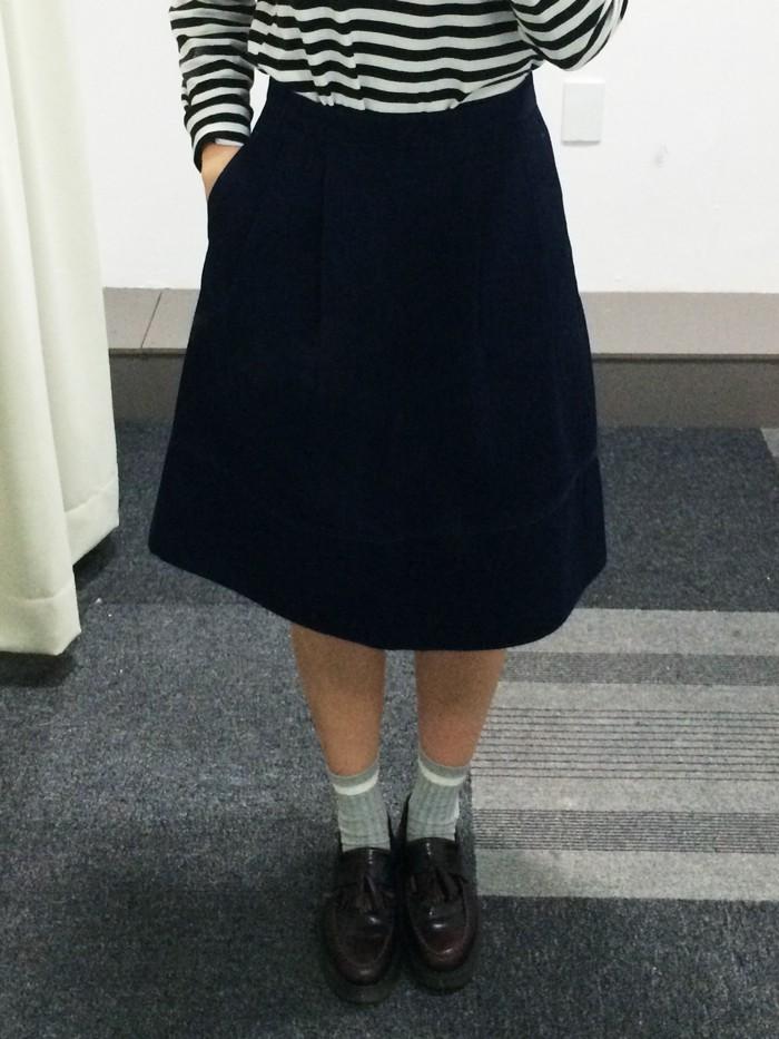 說實話,如果這件牛仔裙在賣場裡,相信很多人是不會發現,且也不會想要試穿的~但是....一穿上就驚豔了!!!