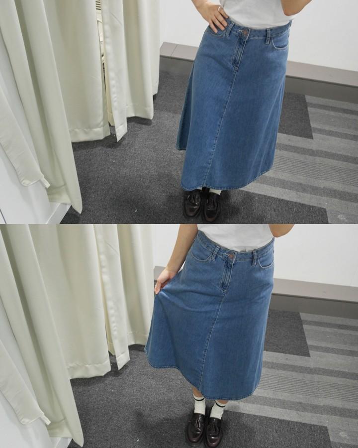 到目前為止穿的牛仔裙中,這款的材質最輕薄、顏色也最淺~因此,跟其他長裙比起來,不厚重,材質也比較柔軟
