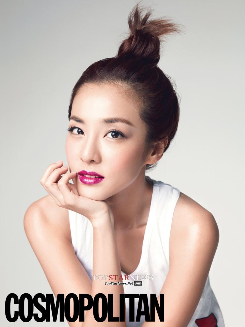 2NE1 Dara 有一次Dara心情低落時,團員朴春安慰她說,如果不是有Dara在,2NE1會被說是怪物團(因為其他人的外貌都被批評不好看),她的意思應該是Dara太美了~好在有她在讓2NE1少受點抨擊,妳看~看不出來Dara已經30歲了吧?