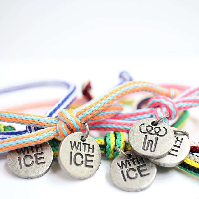 這個手環是為了紀念Ice bucket challenge活動的「with ice」手環,而募得的基金,也將作為建立漸凍症病友們的專屬療養院所使用!