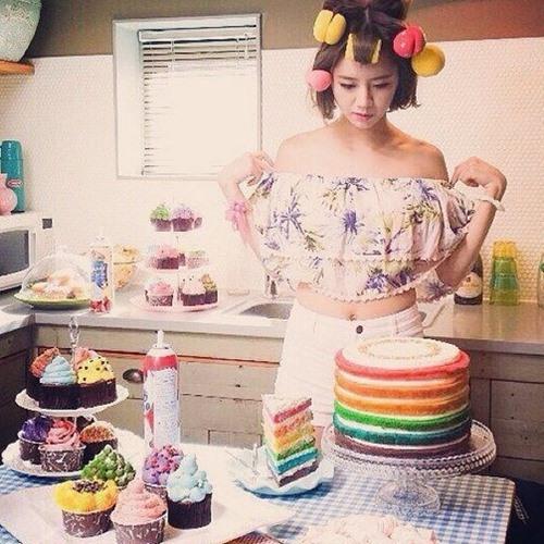 Girl's Day惠利的這個才是專業「 包租婆」髮型吧!(好吧~小編承認第一眼看到的是彩虹蛋糕XDDD)