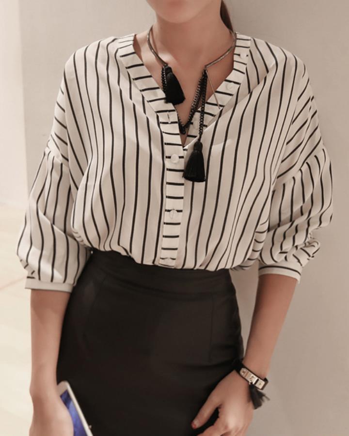 8分袖的設計也很適合秋天,搭配好配件真的能讓整個人的時尚感UP起來!