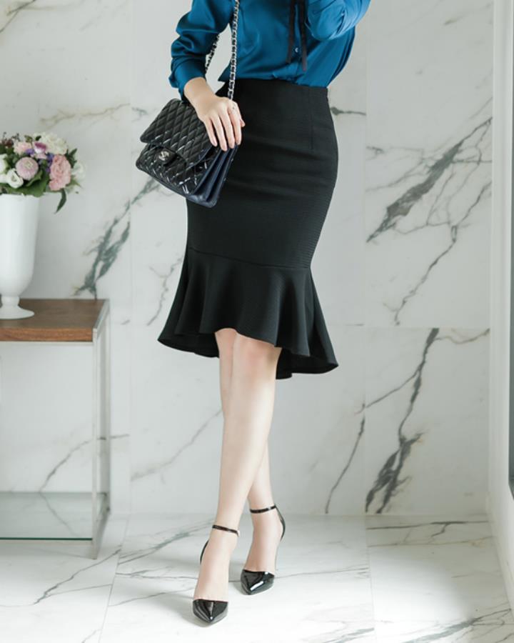 這款裙子就特別適合職場OL了,合適的長度,還有下面半截的百褶設計讓OL裝也可以看上去沒有那麼強勢枯燥!