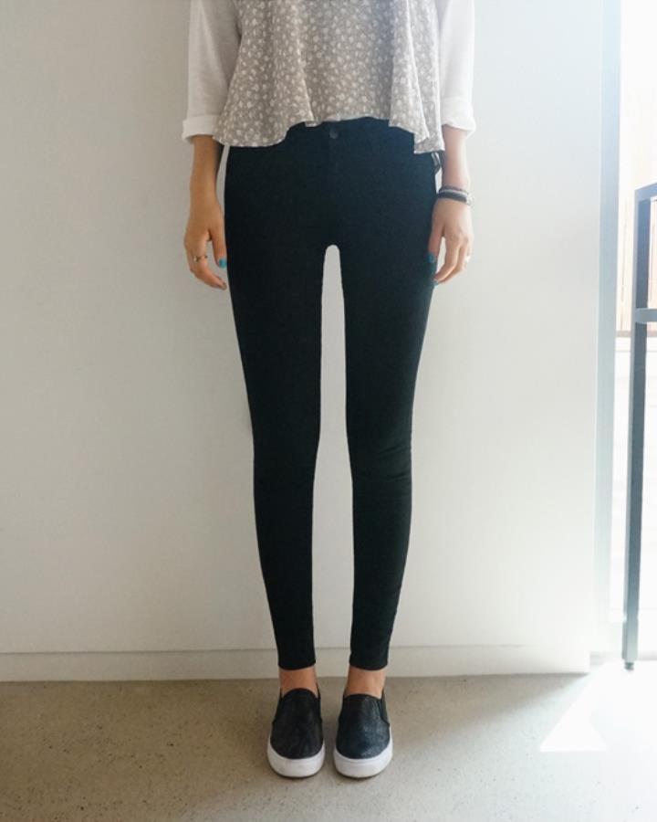 緊身褲永遠是細腿女生的最愛~什麼時候都不過時還百搭!