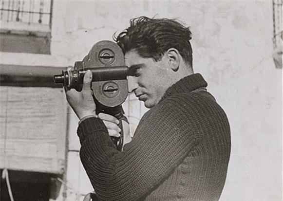 戰地記者安德魯·弗里德曼、電影導演史丹利·庫柏力克等,這些藝術家們所留下來的那些自拍照,就變成了其作品之一!