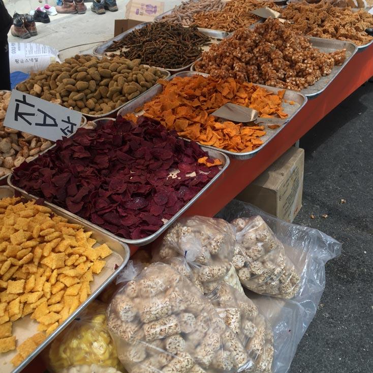 還記得小時候小編就愛跟馬麻去市場,因為那裡有太多好吃的了.... 回憶總是那麼美好♣ 好了,開始我們的韓國市場遊吧! ! !