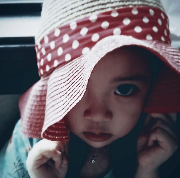 ......... 小書雨啊.... 你的眼睛可生生地比小編姐姐的大了3倍啊...... 好傷人家的心/(ㄒoㄒ)/~~