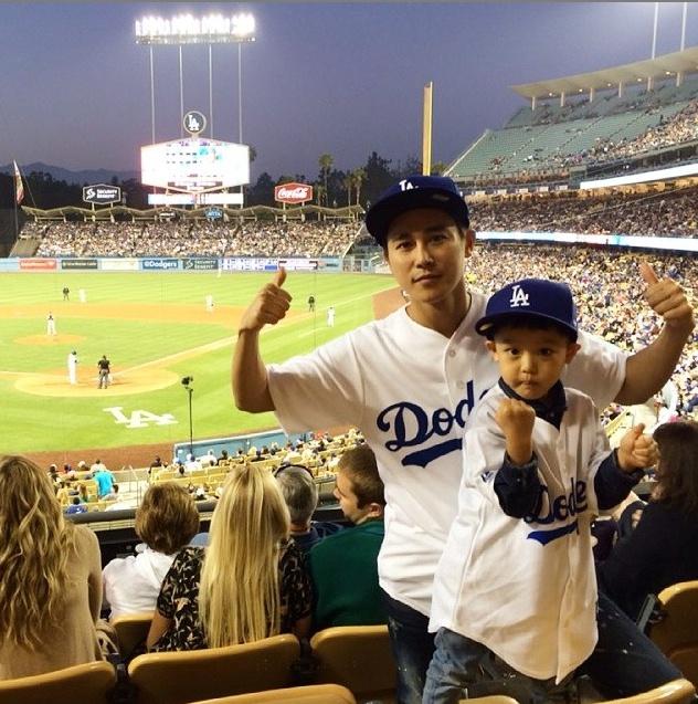 """""""把拔說興趣愛好要從小培養,所以他就帶著我來看棒球比賽咯O(∩_∩)O ☆"""""""