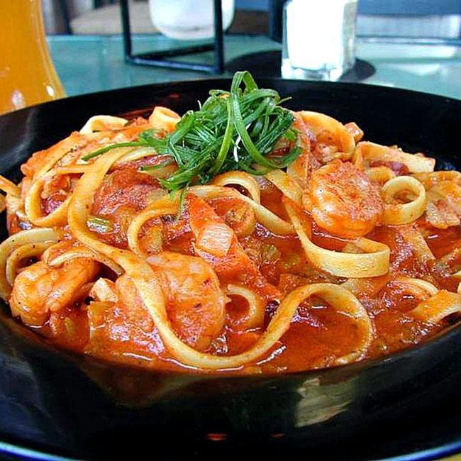 義大利麵─麵條煮製過程中加入各種醬料一起烹製 義式麵料理在你的心中又是怎樣的價位呢?