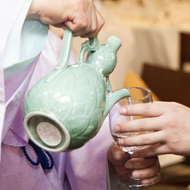 """""""傳統酒""""也是一樣的。 韓國傳統制酒也是非常的麻煩,因此只有非常熟練的匠人才能制出好酒。"""