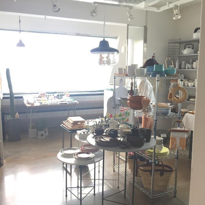 HOCOO Shop有一個巨大的窗子 自然光的照射,感覺整個世界都豁然明亮了!