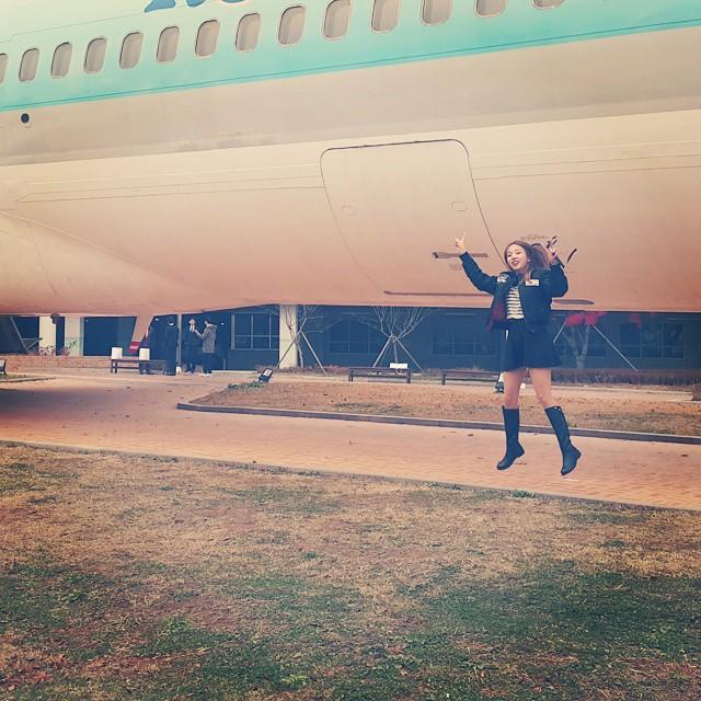 #「我妹妹」第一次坐飛機...(看她高興的樣~)