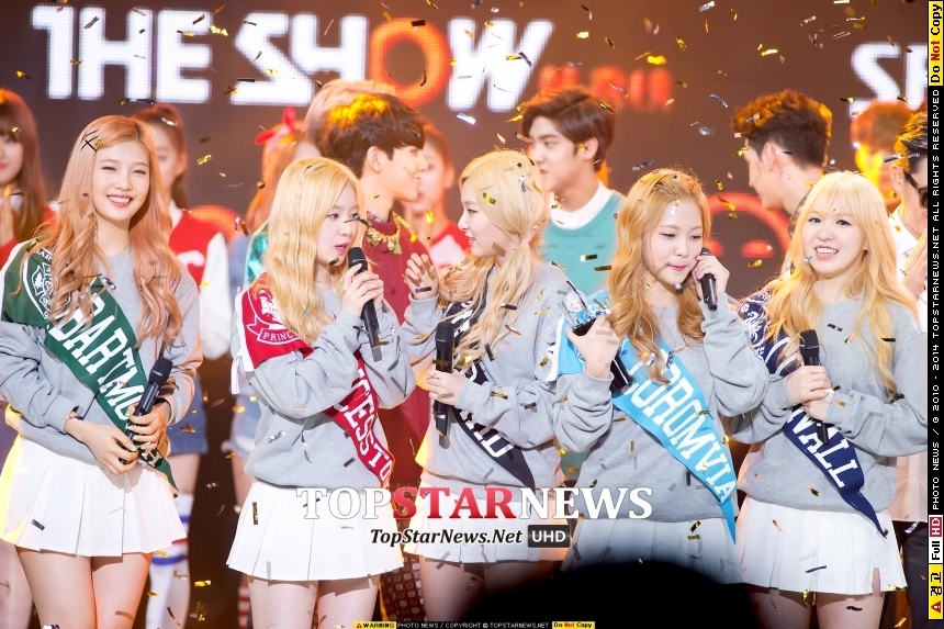 SM新人女團Red Velvet,宣布加入第五名成員Yeri重新回歸!而這次推出主打歌《Ice Cream Cake》也首度讓她們拿到音樂節目的第一名!恭喜恭喜~