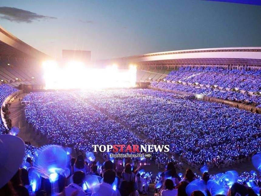 8月22日在日本大阪舉辦的A-Nation演唱會,邀請到BIGBANG、EPIK HIGH等藝人。哇賽~共聚集了5萬5千名粉絲到場呢!(日本場地大成這樣~雖然藝人都跟螞蟻一樣小,還是很多人來看)