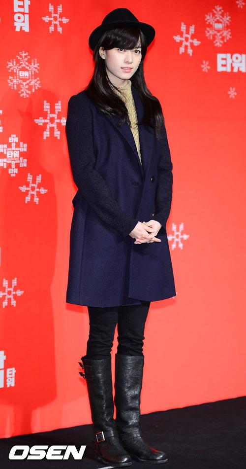 韓孝周的搭法很適合一般女孩出門逛街,簡樸的衣著,利用帽子把視線集中在臉部