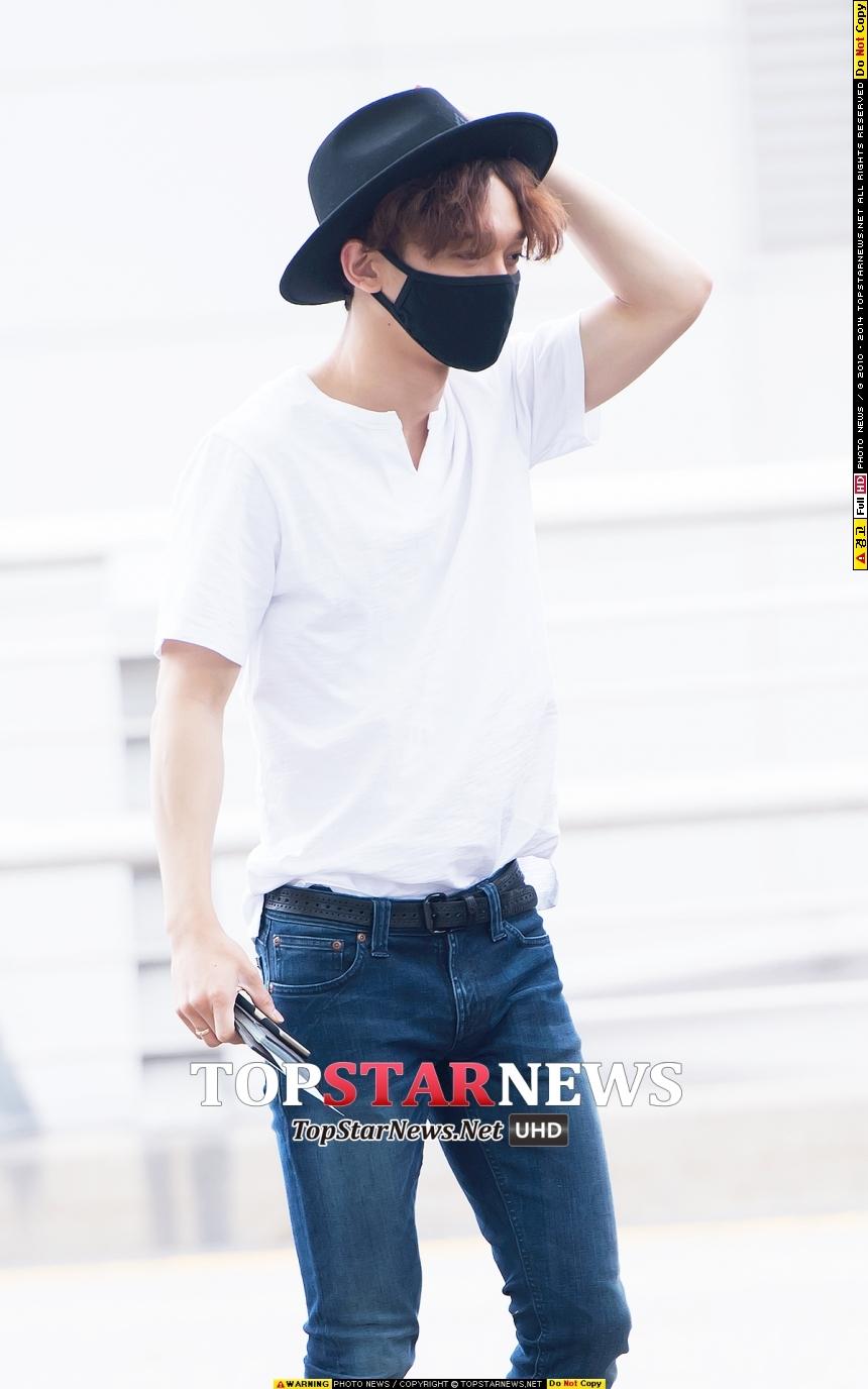 如果時尚味比較足夠的水水~可以嘗試這種正式感的紳士帽搭配牛仔褲,像EXO Chen這樣示範,是不是意外發現這兩者很搭呢~