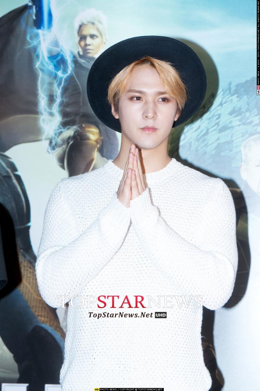 這個髮型選擇禮帽搭配,是韓星的標準搭配法~