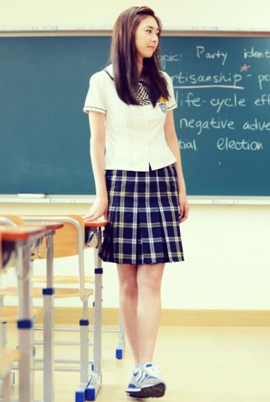 穿裙子時候(尤其是緊身裙)經常會轉向一邊?