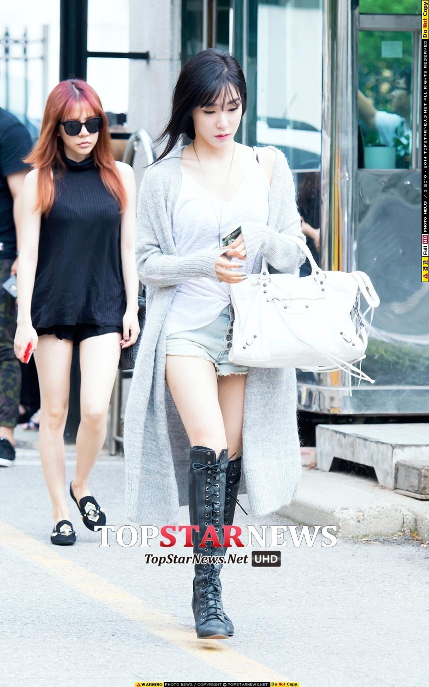 Tiffanny根本模特兒!!看看那長腳啊!! 害我都差點忘了Sunny在她背後了