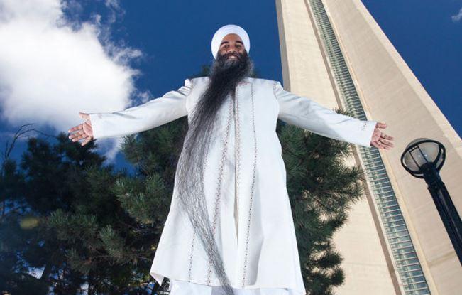 9. 世界上鬍鬚最長的男人: 2.495m ▶挑戰者 : Swaran Singh, 義大利 =男子平均身高的1.5倍
