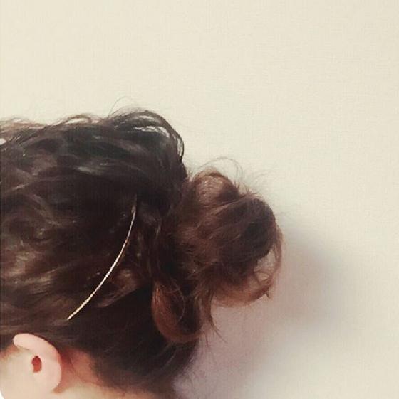 也可以加髮飾點綴造型。