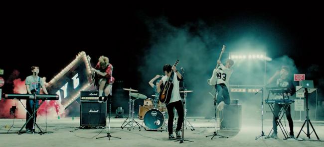 鏘鏘~6人製的樂團正式合體!MADE IN JYP肯定品質有保證的啦~ (剛剛上面的截圖其實是度雲被擋到啦XD)