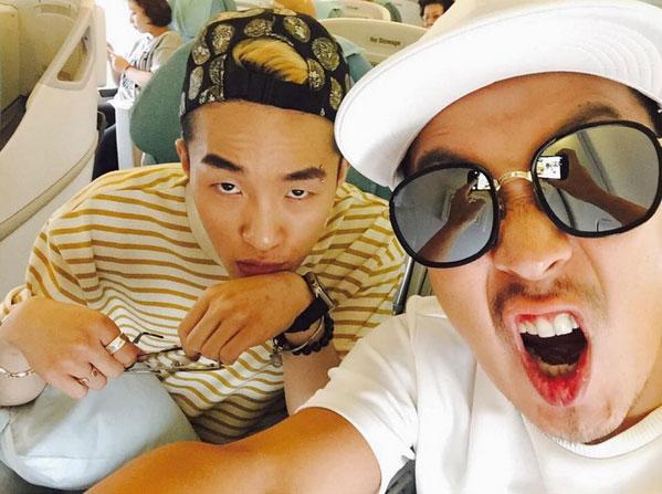在《無限挑戰歌謠祭》搭檔HaHa激情演唱《Sponsor》的韓國嘻哈歌手Zion.T,不僅獨特的聲音和舞台風格受到大家的喜愛,其不拘一格的時尚風格更是被韓國人讚為「 嘻哈時尚終結者」。
